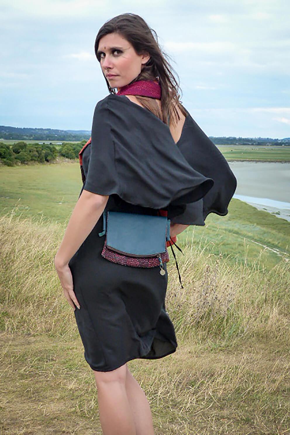 robe en soie noire et sac en cuir et textile vintage Takla Makan slow fashion