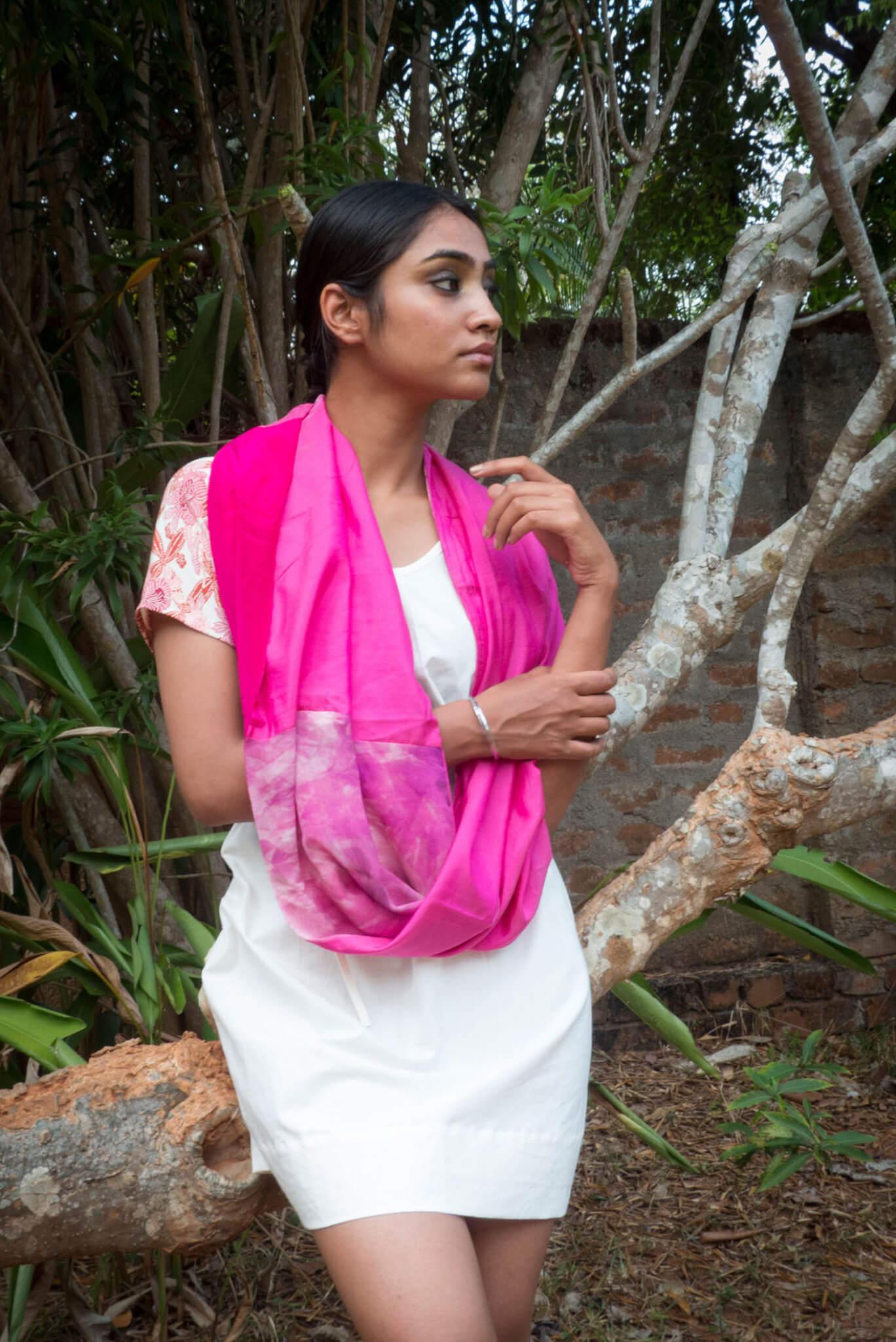 Echarpe infinie- étole en patchwork de soie rose vif et fushia